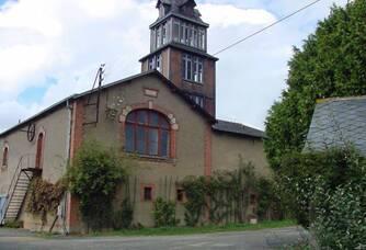 La façade du château des Trottières